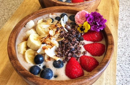 the-hungry-piggy-banana-smoothie-bowl