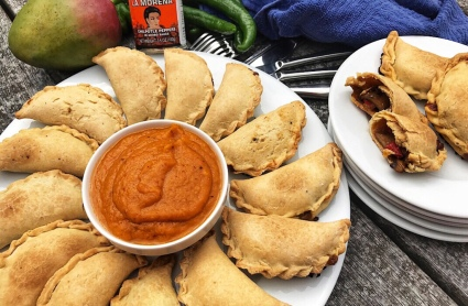 the-hungry-piggy-mushroom-and-capsicum-empanadas
