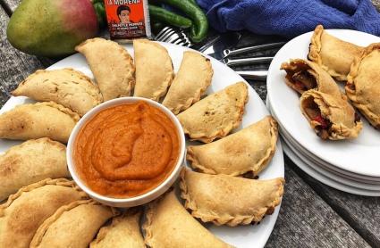 the-hungry-piggy-mushroom-and-capsicum-empanadas