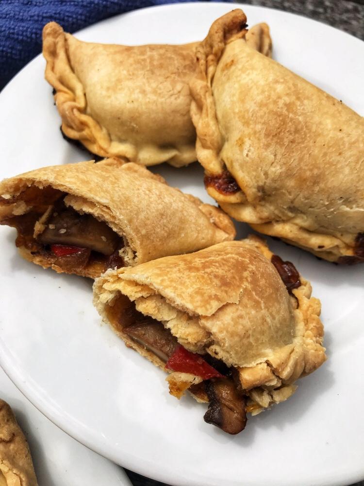 the-hungry-piggy-mushroom-and-capsicum-empanadas-4