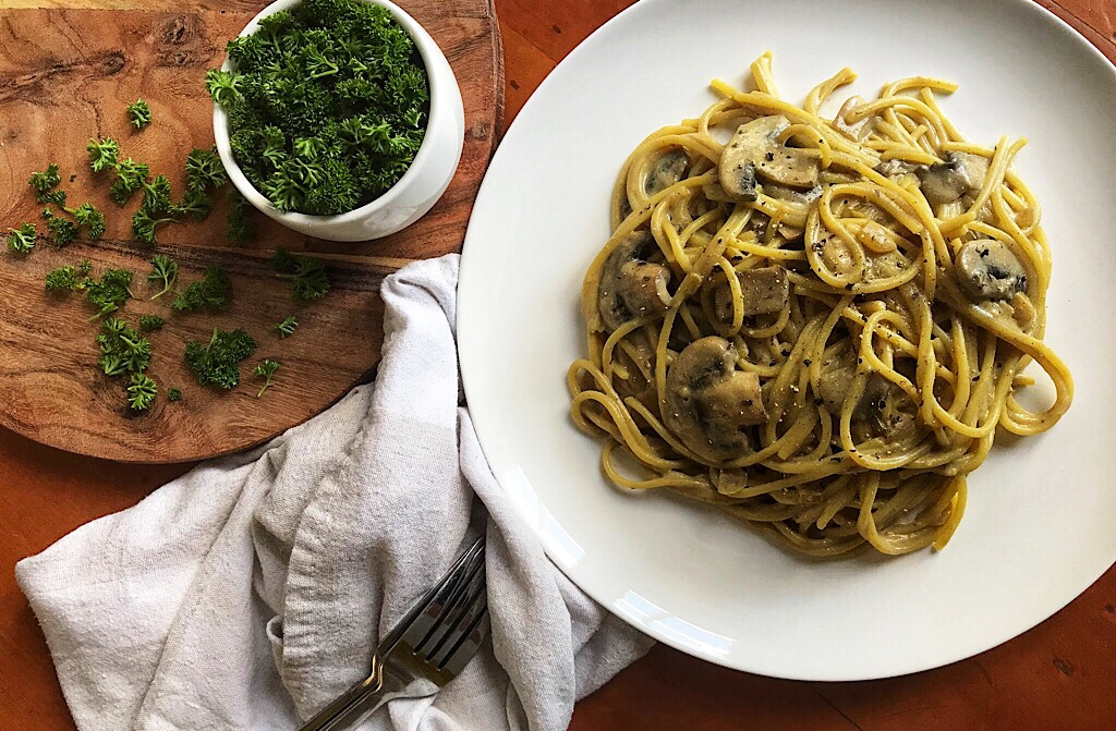 the-hungry-piggy-creamy-mushroom-vegan-carbonara-feature