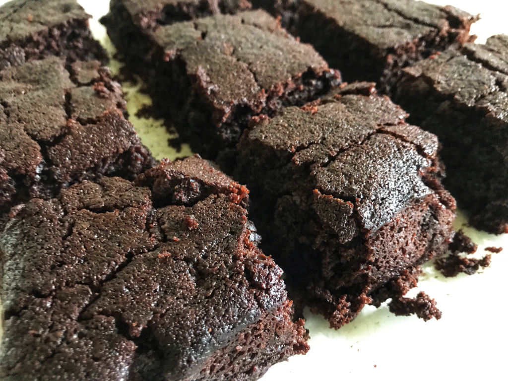 the-hungry-piggy-cakey-chocolate-brownies-feature-image