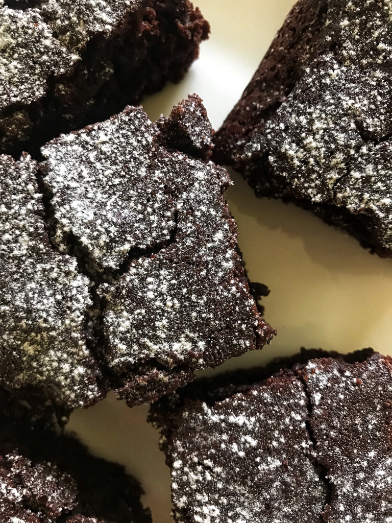 the-hungry-piggy-cakey-chocolate-brownies-image-2