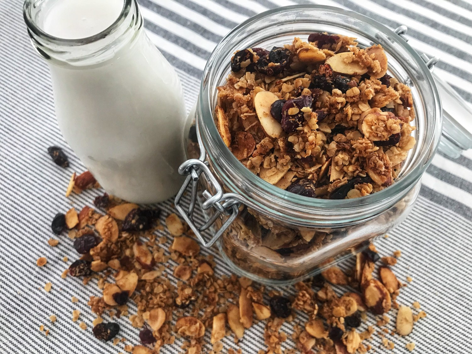 the-hungry-piggy-easy-homemade-granola-feature