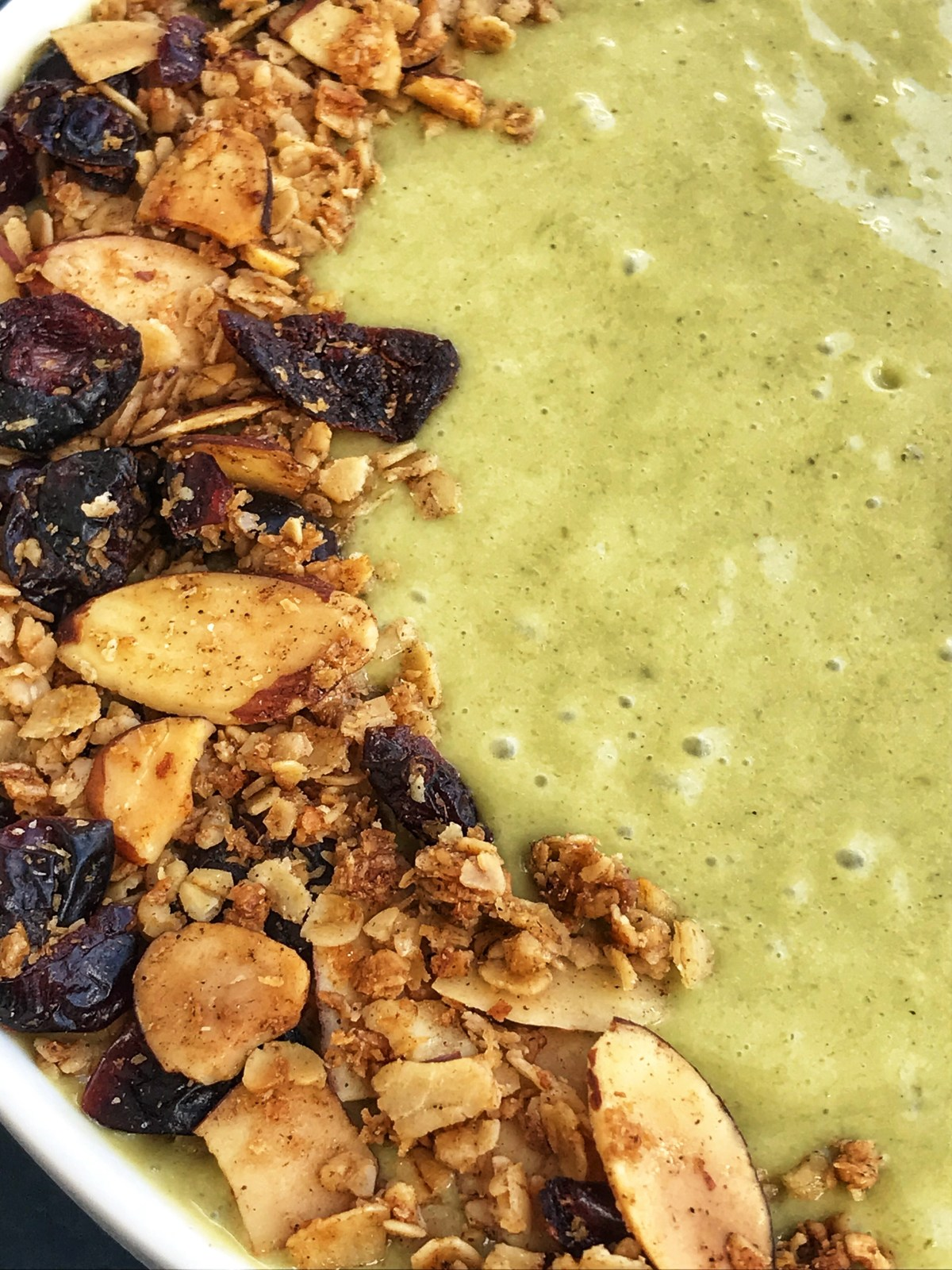 the-hungry-piggy-matcha-smoothie-bowl-image-3